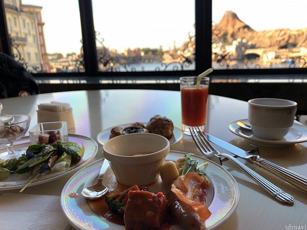 プロメテウス火山を眺めて、優雅で朝食♪