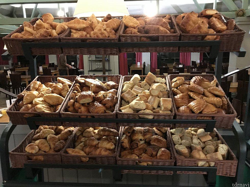 クロワッサンやフランスパンなど