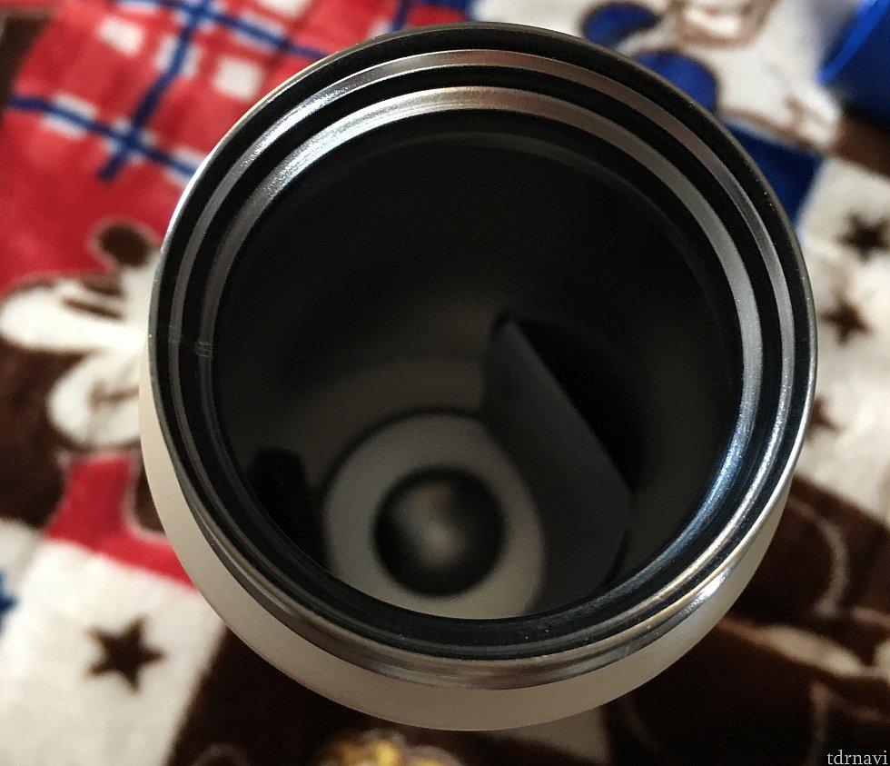 開口部が広く開くので洗いやすい。反対の飲み口のパッキンが取りづらいのでそこが難点
