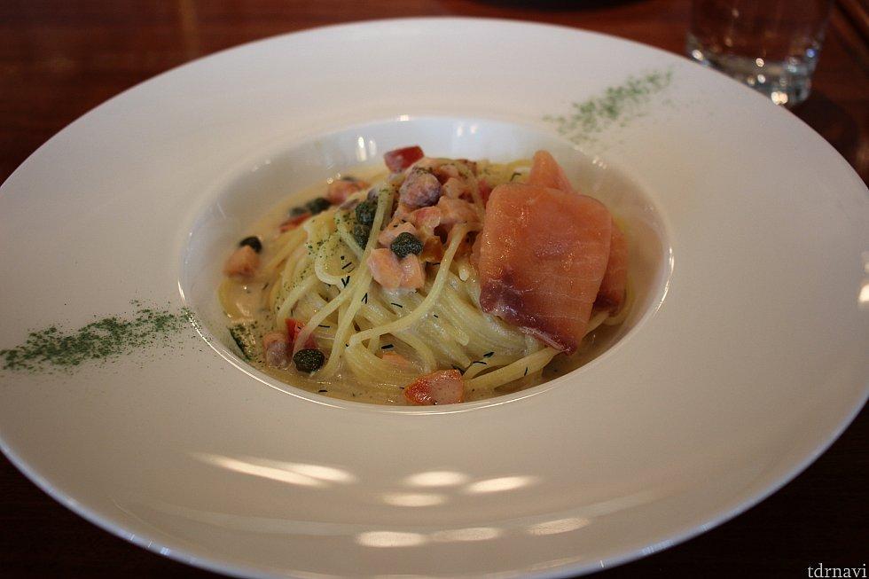 スパゲッティーニ、サーモンのクリームソース
