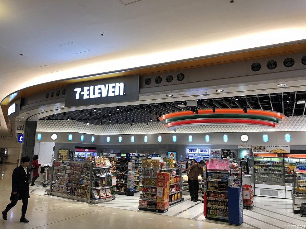 ターミナル2のセブンは広くて快適に買い物できますよ!