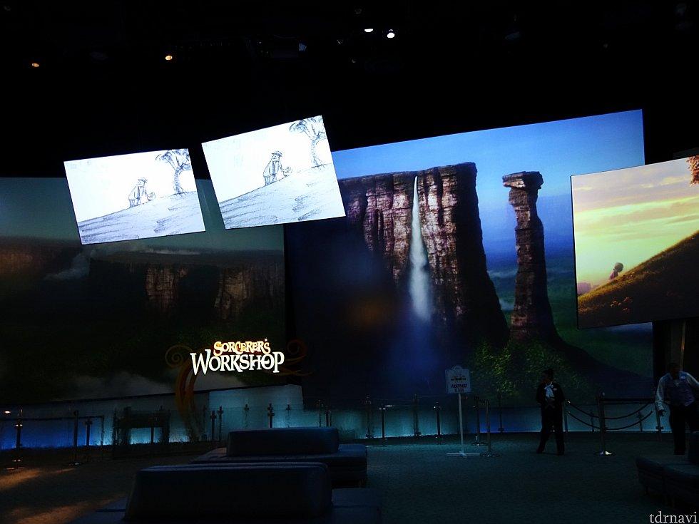 「ディズニー・アニメーション」の魅力の一つであるロビー。ソファーがあるので休憩にもってこいです。360度シアターでディズニー映画のダイジェストを楽しめます。
