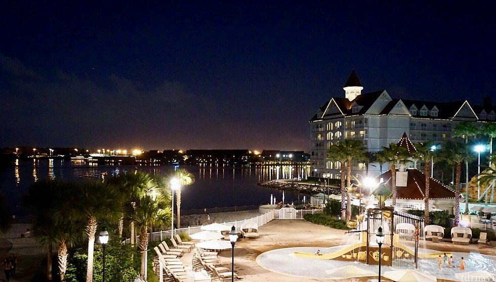 このリゾートはWDW内一番の高級リゾートの一つ。マジックキングダム、ポリネシアンリゾート、コンテンポラリーリゾートとモノレールで繋がっています。