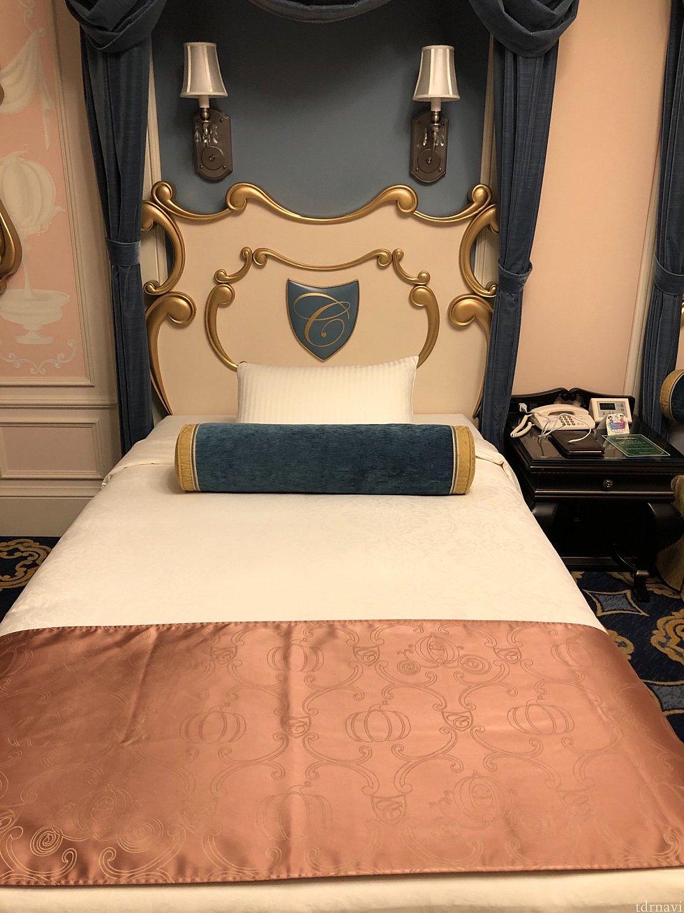 素敵なベッドルームでした! 枕元にはコンセントが2つあります。