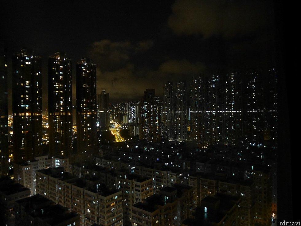 28階からの景色。夜はこんな感じでした🎵これはエグゼクティブルームからの眺望です。
