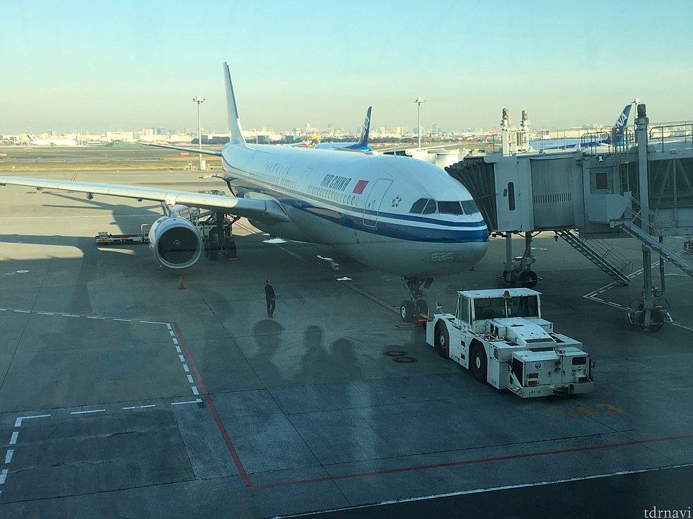 行きは平日でしたが、ラッシュ時間帯前に羽田空港に着け、ゆとりの出発。ただ、搭乗口が141番と最も遠いところだったので、ゆとりを持って向かいましょう