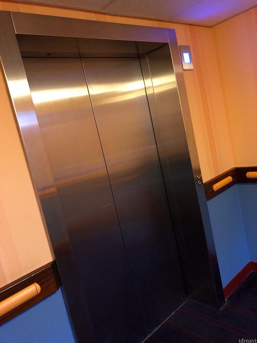 事前にネットで調べたところ、このホテルにはエレベーターが無いと記載されていましたが、私達の泊まった棟は5階建てだったためエレベーターがありました! 荷物が多い我が家にとってはとても助かりました!