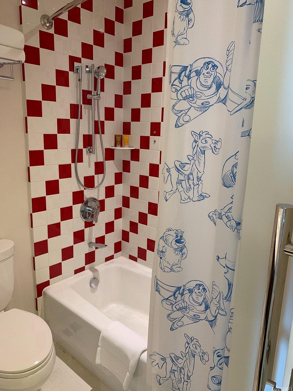 お風呂。 バスタブ有。 シャワーは外せるタイプ。