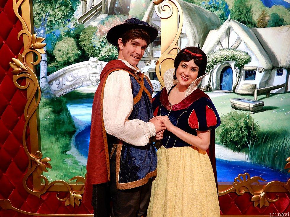 白雪姫と「The Prince」です。サインでそのように書いてくれました。