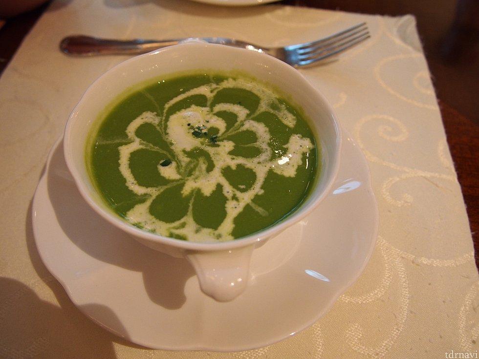 友人が頼んだグリーンピースのスープ。美味しかったです。