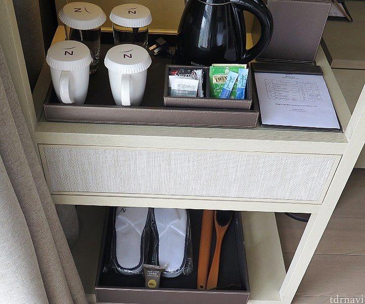この上に冷蔵庫がありますが有料飲み物が綺麗に並んでおり,実質冷蔵庫は使えませんでした。