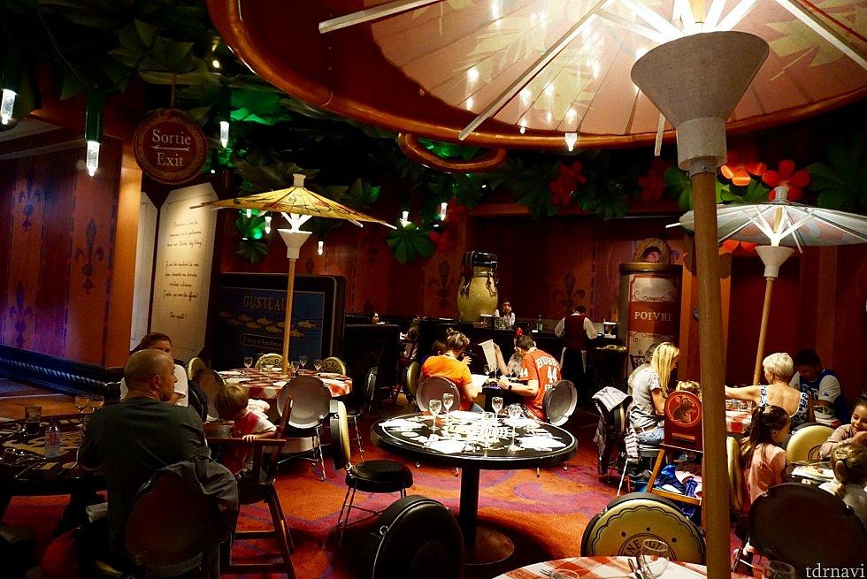 とっても雰囲気がいいレストランです。でも12時の割には空きがかなりありました。