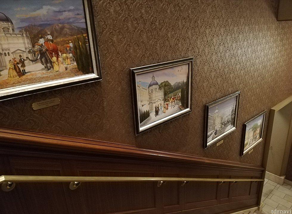 キューラインに展示された絵画