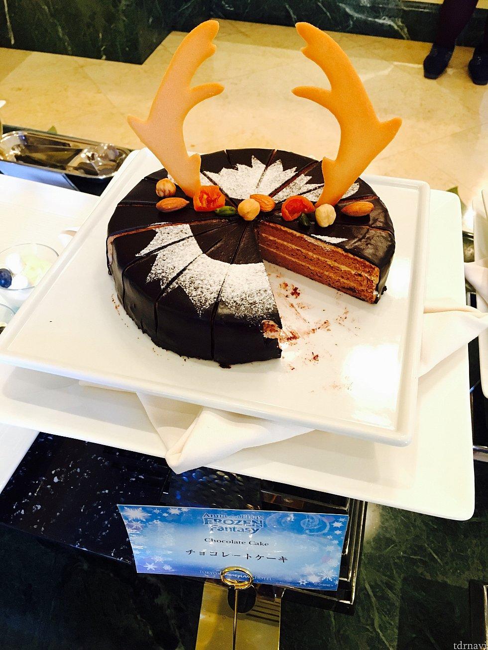 スヴェンのチョコレートケーキ。私はもっとクリームたっぷりめが好き…。