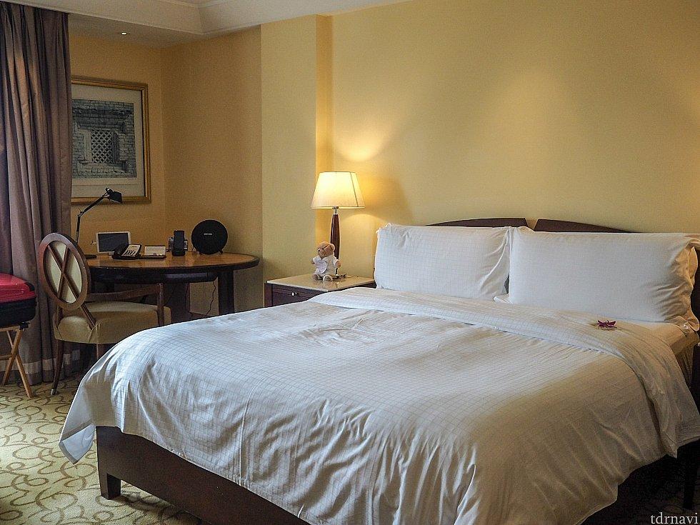 広い部屋に大きなベッド。