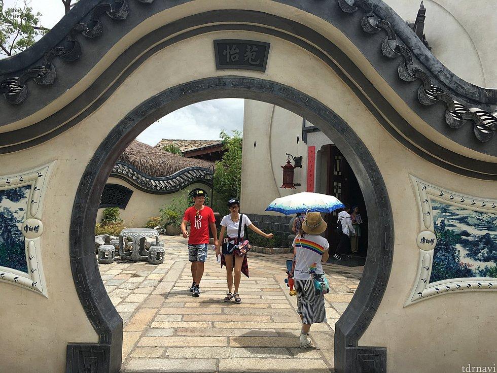 これって、ムーラン家の門!ですよね?!