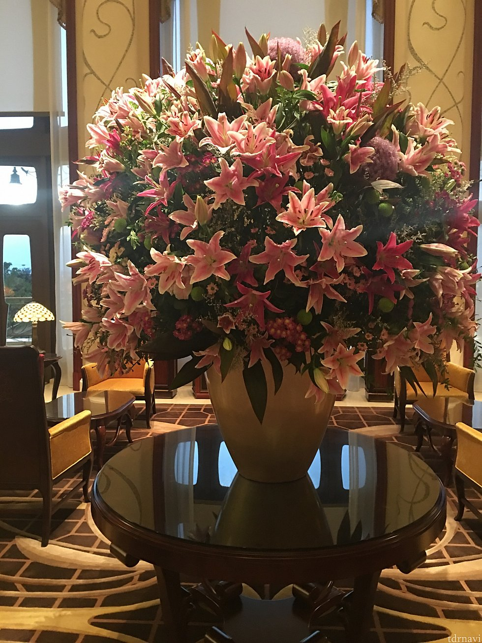 ロビーの百合の花が綺麗でした。生ピアノ演奏も良かったです(^o^)