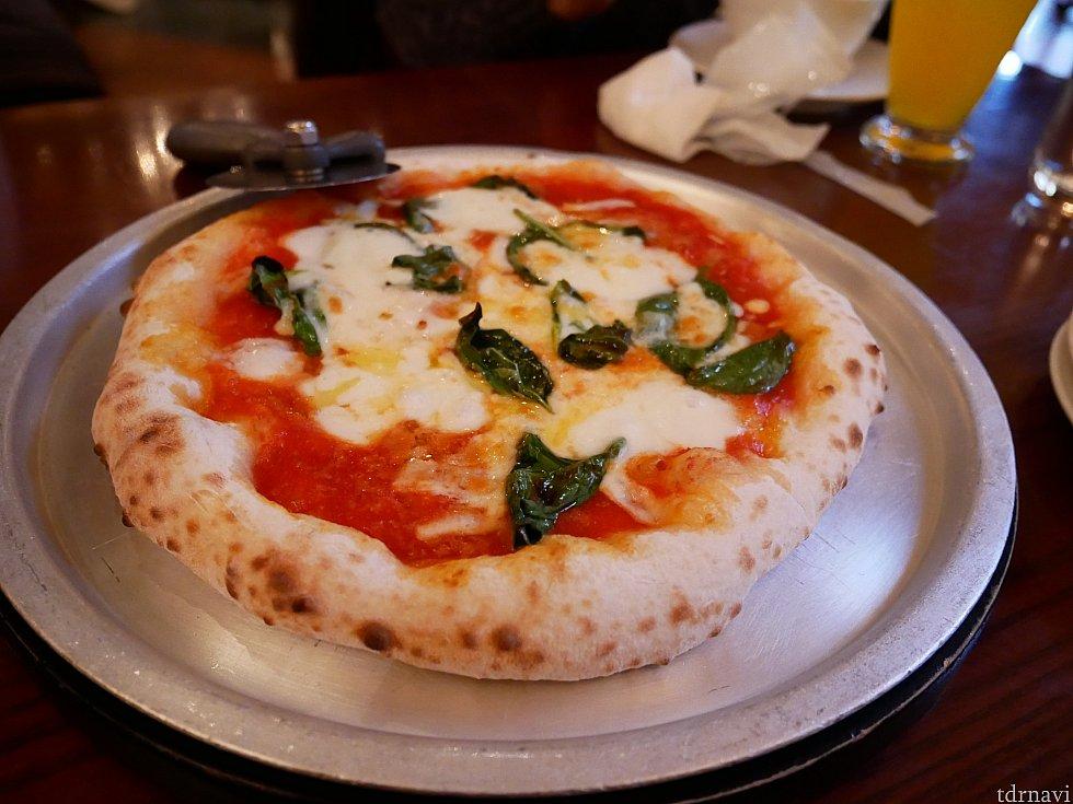 マルゲリータ! カナレットに行くとマストでピザも食べてしまいます。
