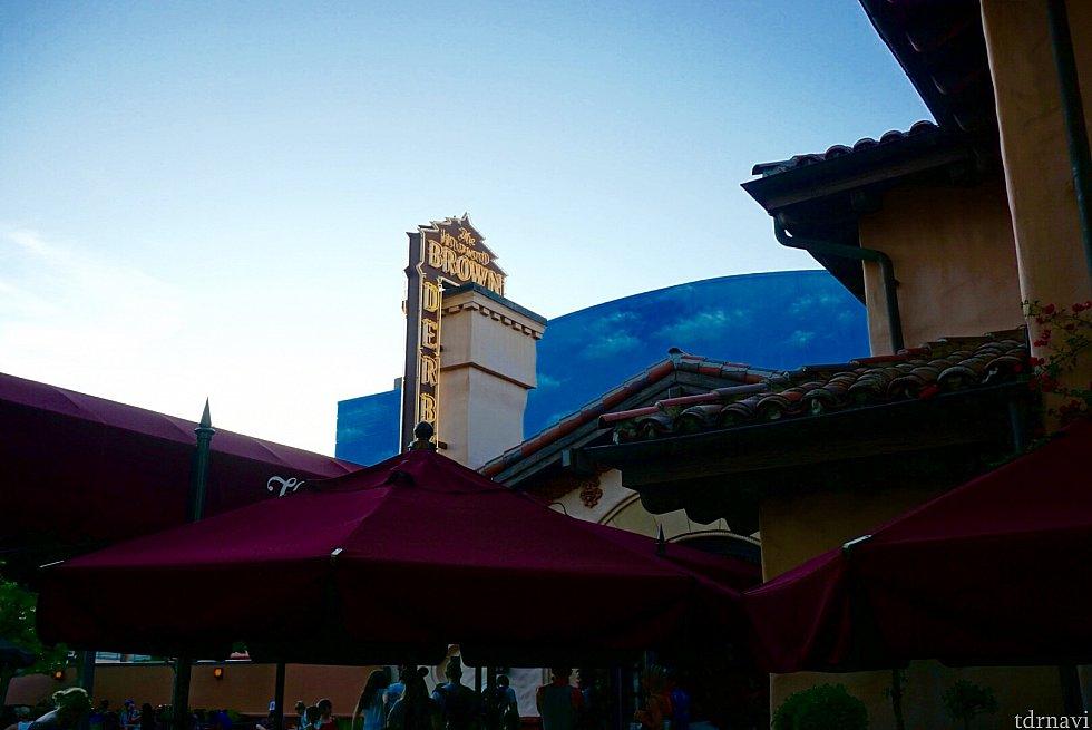 こちらが今回3つのレストランから選んだ、ハリウッド ブラウン ダービー レストランです。