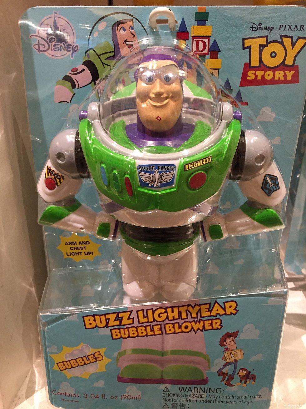 購入したのはバズ・ライトイヤーのBUBBLE BLOWER✨大きさもTOY STORYに出てくるバズのおもちゃの原寸大イメージそのものです😳