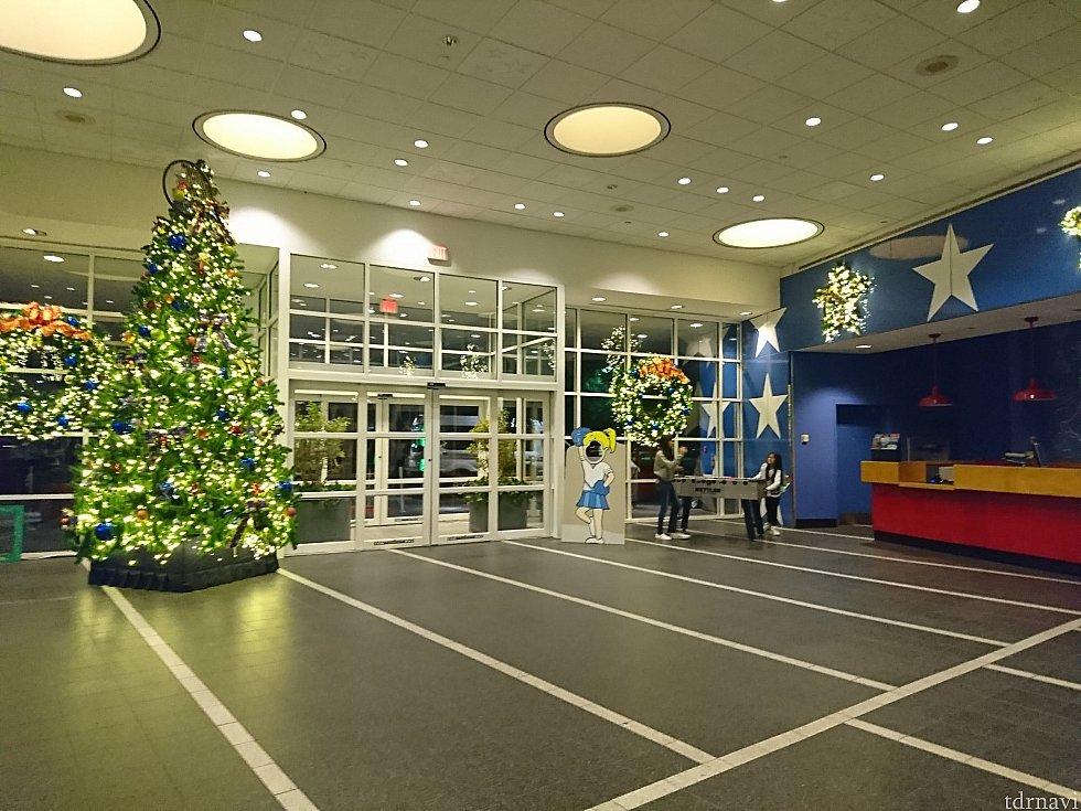 この時期はクリスマス飾りがたくさんありました