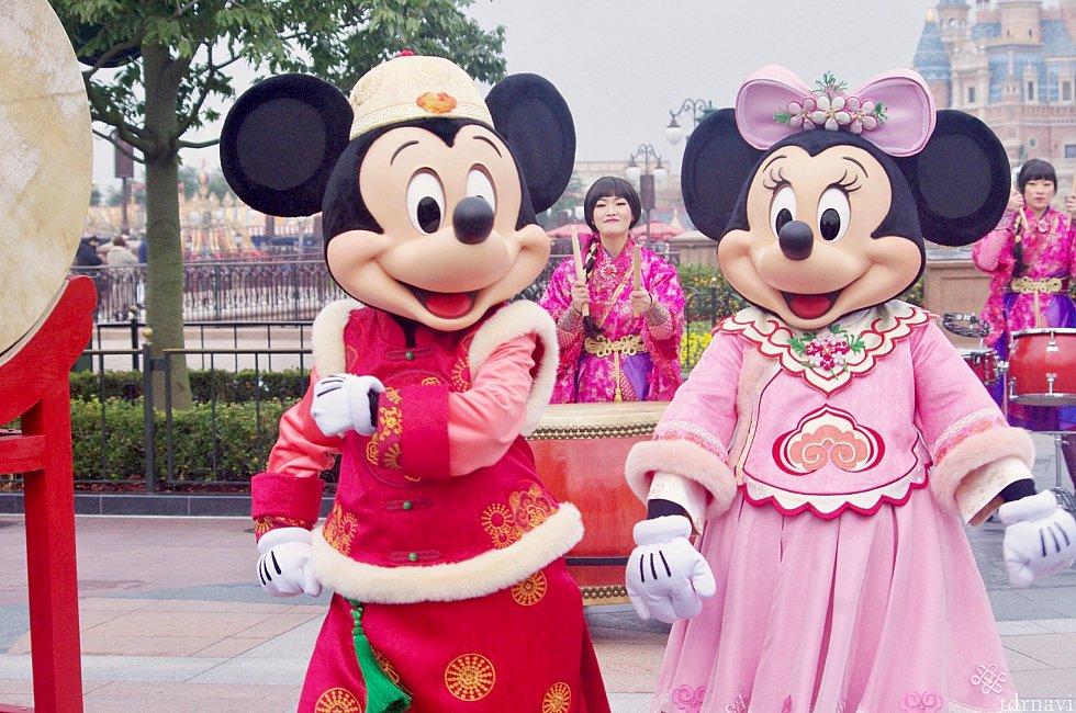 新しい春節衣装♡ご挨拶の後ダンスします
