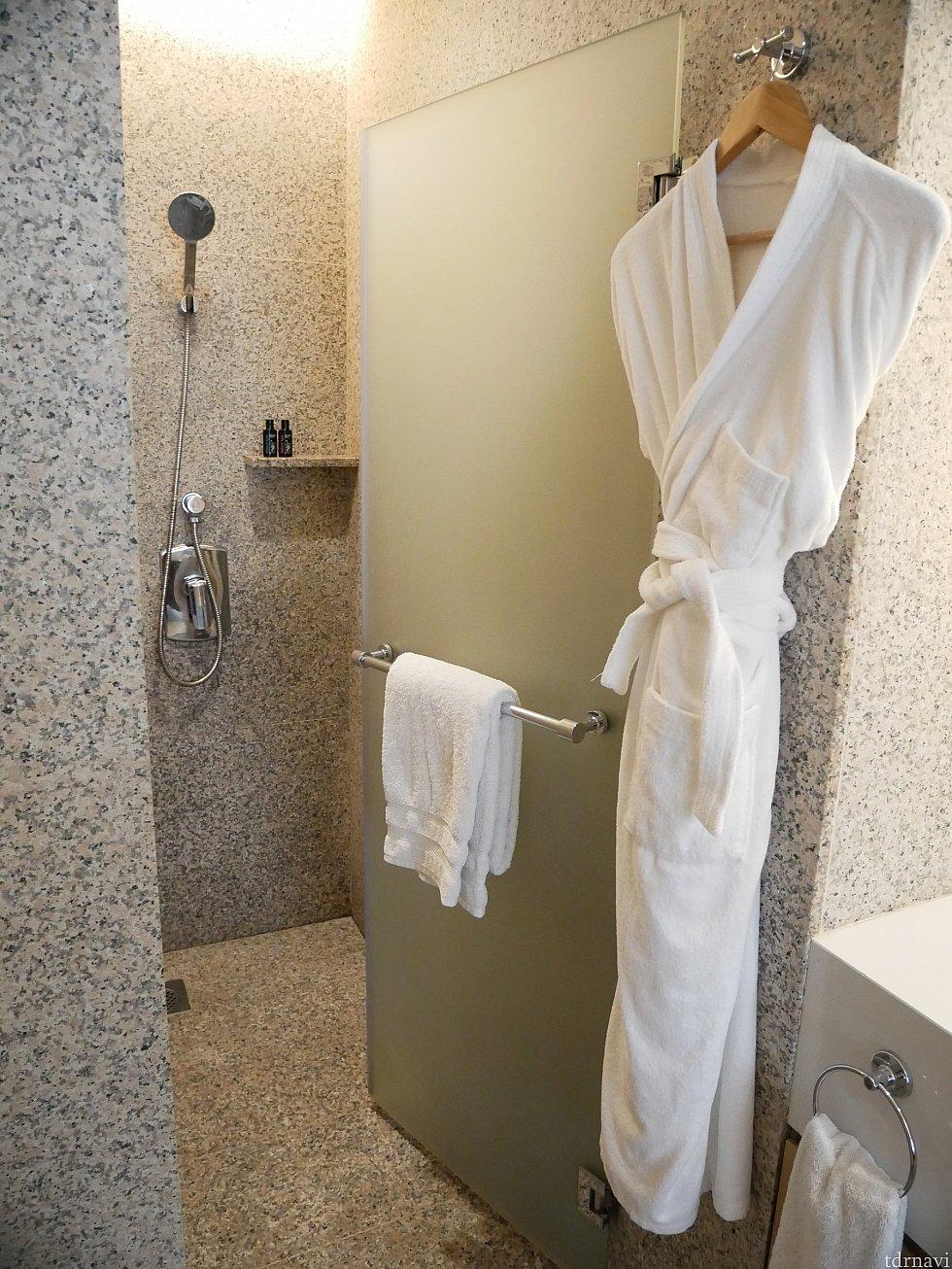シャワー室は別にあります。