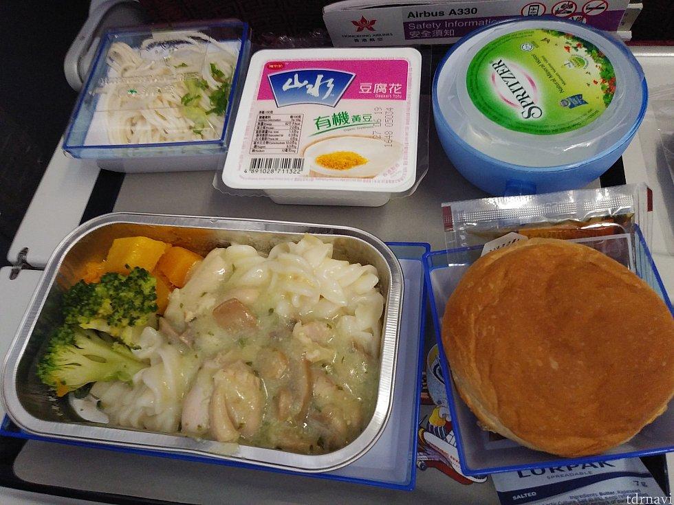 復路の機内食(チキン)
