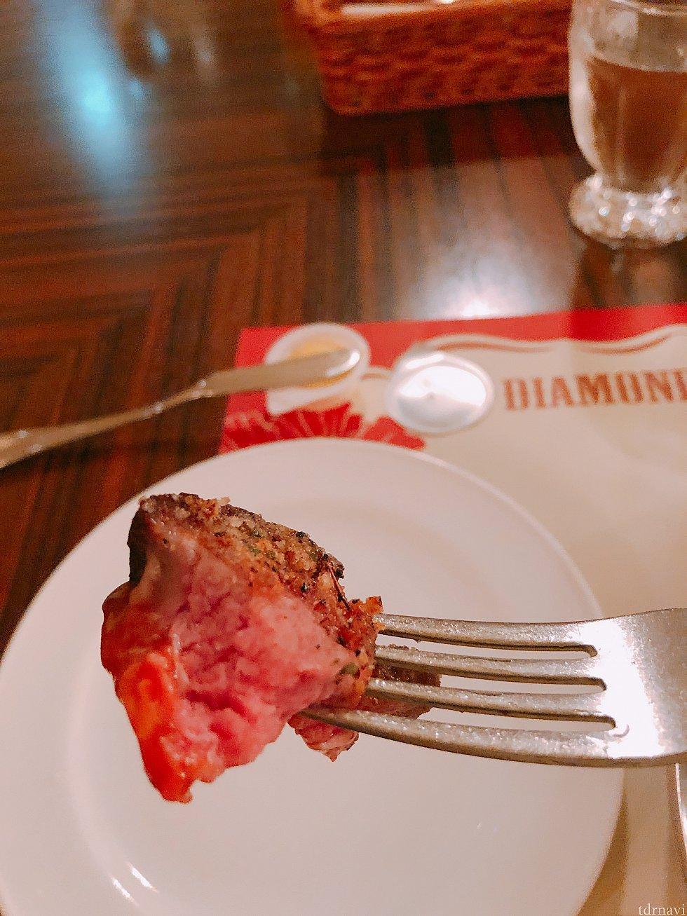 ブラッケンドステーキの焼き加減は聞かれませんでしたがこんな感じです。ローストビーフと同じくらいかな。