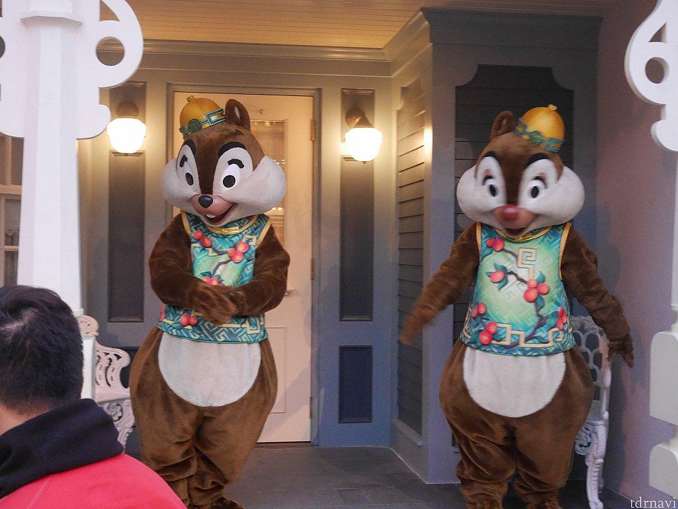 ミッキーと撮ったあとはどこも混んでて通りすがりに📷 この衣装でみんな揃ってるのも見たかった😍