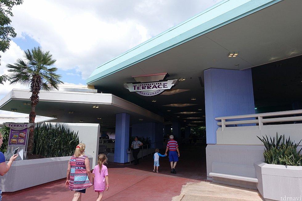 トゥモローランド・テラス・レストランの入口