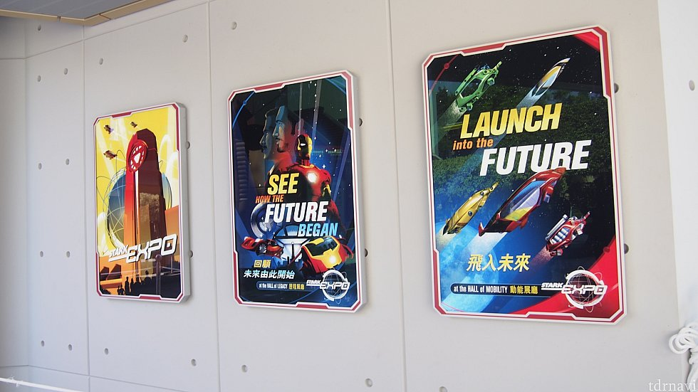 アイアンマン・アトラクションにつながる道に飾られているポスター