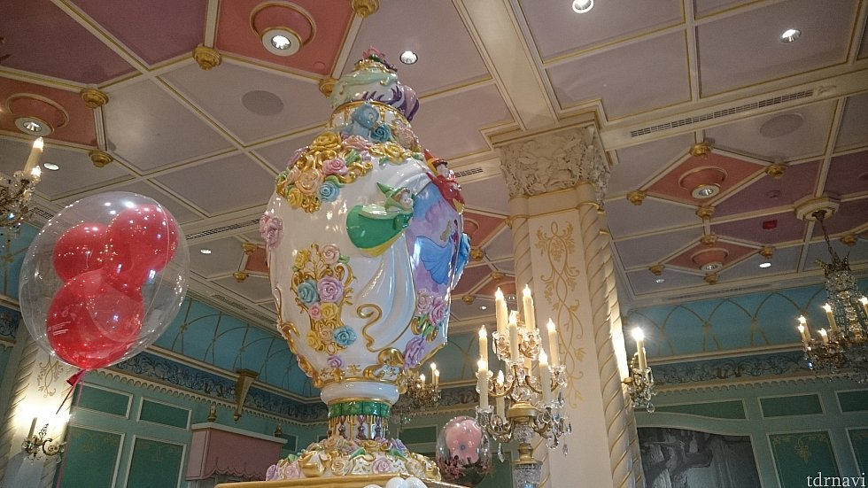 施設内の装飾も美しく、ゲストが持っている風船などとも相性が抜群です。