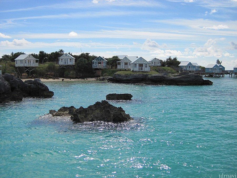 海に面したところにはリゾートホテルが見えてきます。