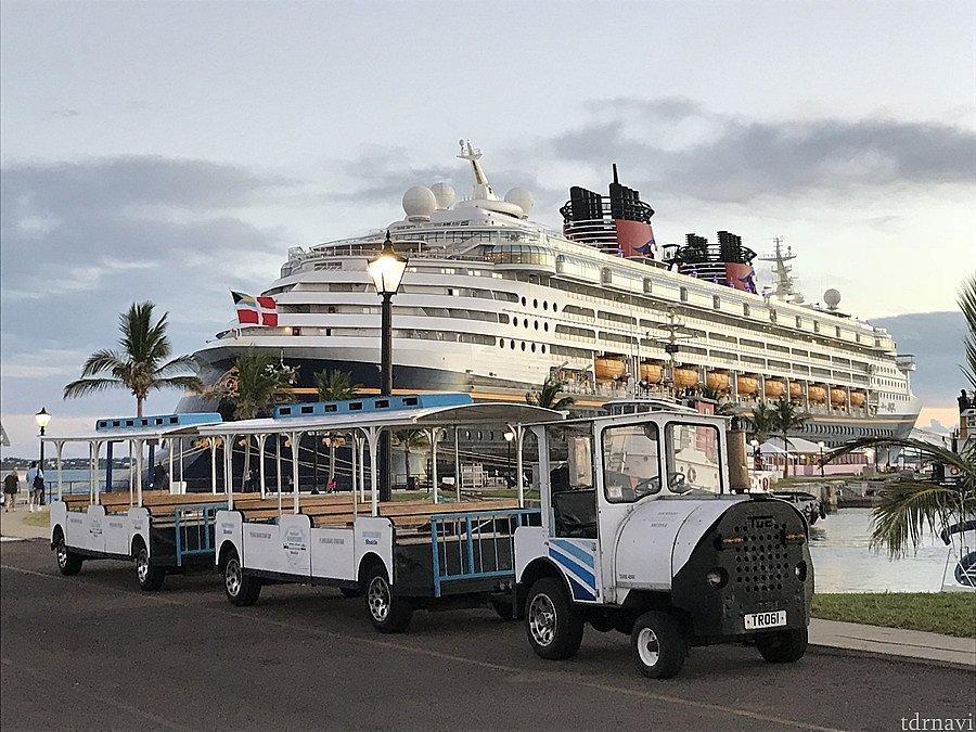トラムで移動もできます。ただし、港の周りだけ。