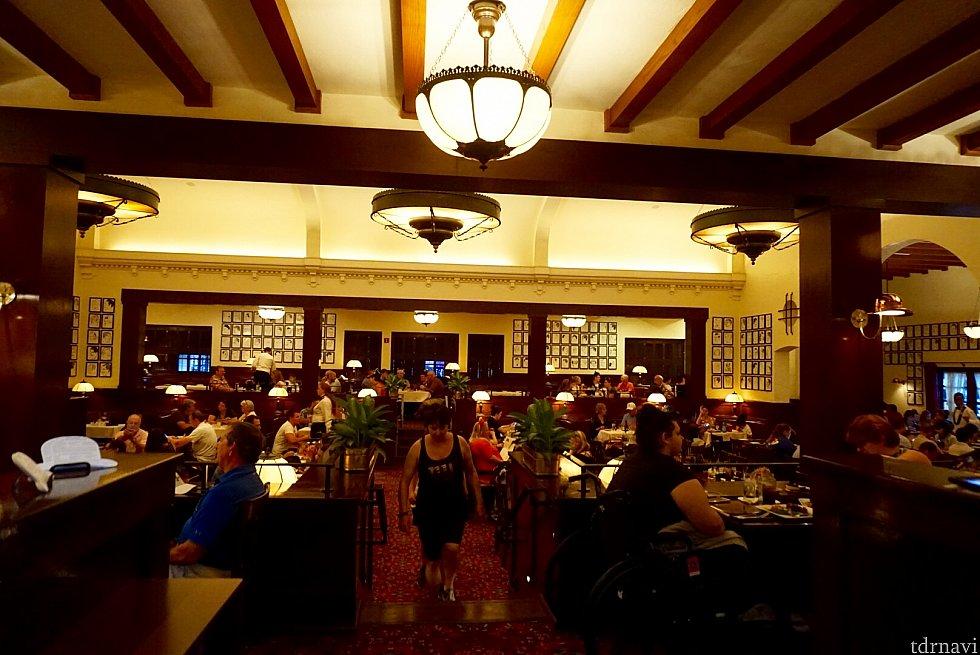 レストランのインテリア。アメリカの古き良き時代のレストランと言った雰囲気。