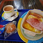 アメリカ式の朝食。ケチャップさえあれば美味しく食べられます。