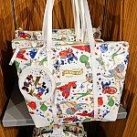 【1周年グッズ】記念のバッグ。付いている小さなバッグがかわいい!319元、5400円くらい。
