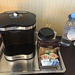 コーヒーメーカー。コーヒーは毎日補充してくれます。
