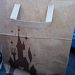 紙袋がすごく可愛い。お城の一部がフォークになっていました。