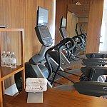 ホテルにはスポーツトレーニングルームもあったので、腹ごなしに利用しました。無料。