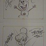 オラフにはエルサとアナ、ティンカーベルにはティンクとピーターパンのサイン