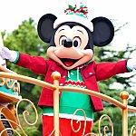 ミッキーの登場!!!ひぃ〜〜!!!新コスチュームはクリスマスカラーでとっても素敵です!