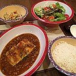 ご飯とメインの白身魚のあんかけ。あんかけは普通に美味しいです