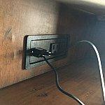 ベッド横USBポート③
