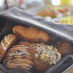 朝食のパンはクロワッサン、デニッシュ、マフィンなど2つずつ入ってます