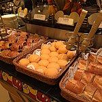 パンがたくさん並んでいます!