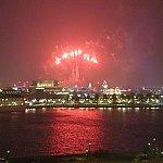 これはズームして撮影。花火は見えます。