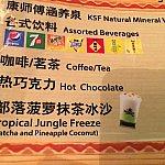 """夏限定、トライバル・テーブルだけで飲める""""部落菠萝抹茶冰沙 トロピカルジャングルフリーズ(抹茶&パイナップルココナッツ)""""@25元。"""