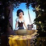 らせん階段を昇り終わると、白雪姫のストーリーを最新の映像技術で楽しむことができます。白雪姫がカワイイです。